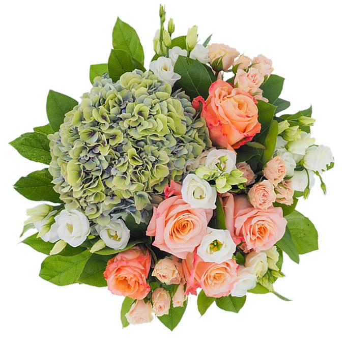 Buchet de flori cu hortensie verde, lisianthus alb, trandafiri peach și minirosa roz
