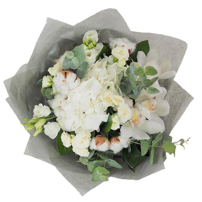 Buchet de flori albe cu hortensie și orhidee cymbidium