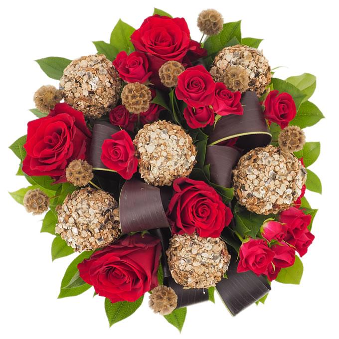 Buchet de flori cu globuri și trandafiri de Crăciun