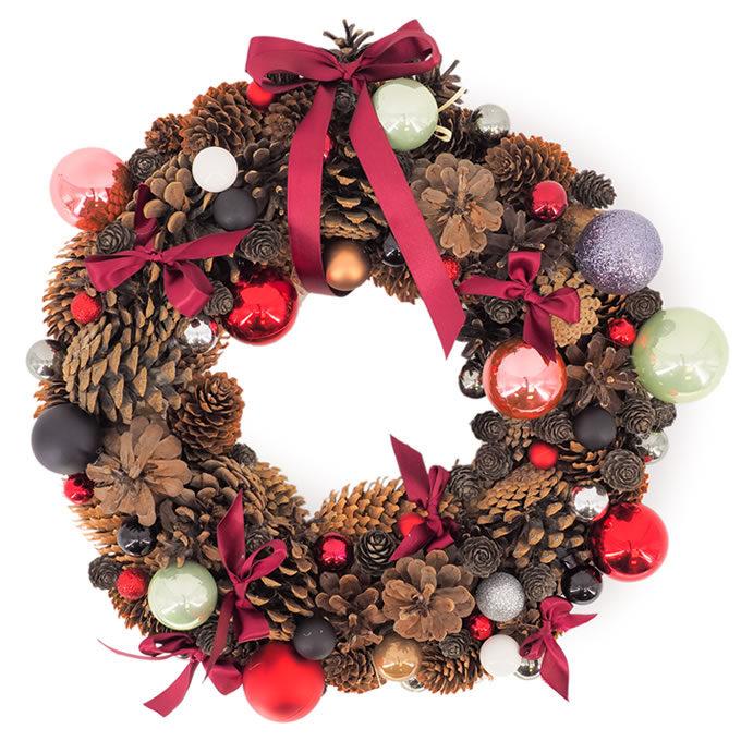 Coronita de Crăciun cu conuri, globuri și fundițe