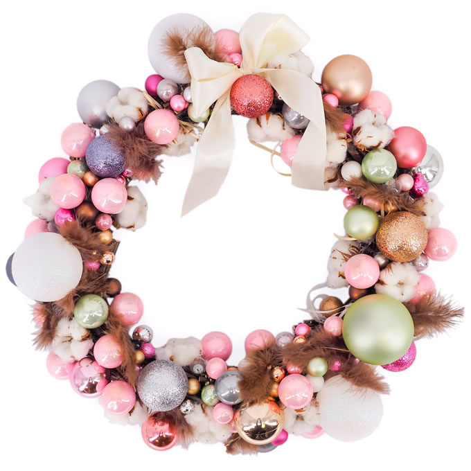 Coroniță de Crăciun cu globuri, bumbac și pene